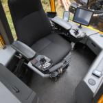 väljaveotraktori kabiini sisevaade